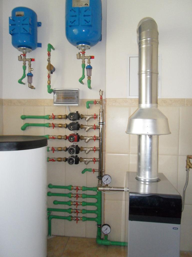Топочная коттеджа. Газовый котел «Baxi» с бойлером косвенного нагрева и трубопроводом «Aquatherm»