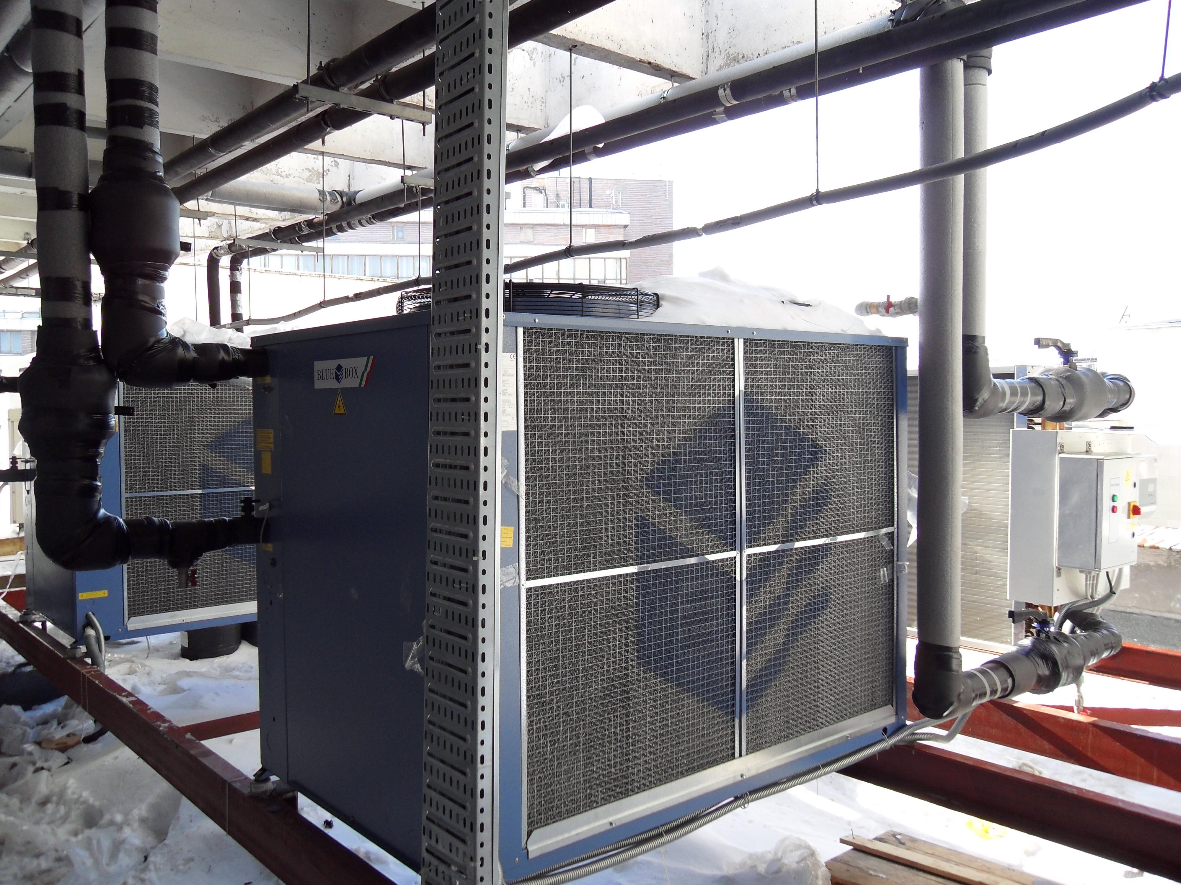Система охлаждения серверов, состоящая из двух чиллеров, сухой градирни, гидромодуля и системы полипропиленовых трубопроводов Ø90.